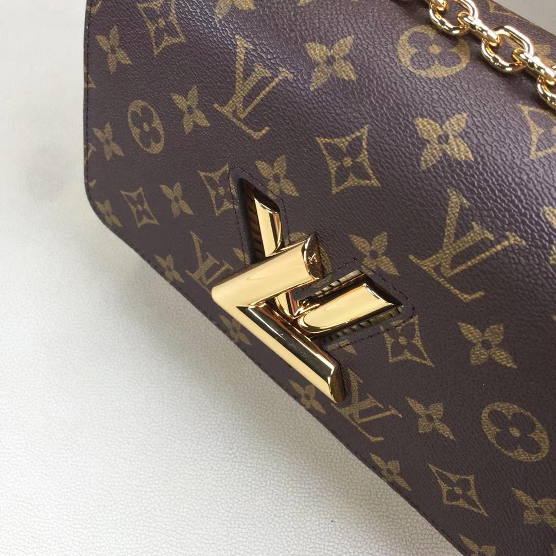 LV路易威登 M50282 专柜最新限量款TWIST PM Monogram帆布配手编皮革衬里的Twist手袋 23x18x8cm