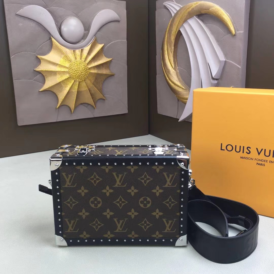 LV路易威登 M20101老花盒子此款手袋以威登旅行箱为设计灵感将 Monogram 帆布与经典的硬件配饰结合 23×16.5×8cm