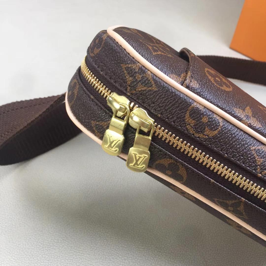 LV路易威登 M51870 腰包 胸包 男女通用 满足旅行各种需求 13.5x23x5cm