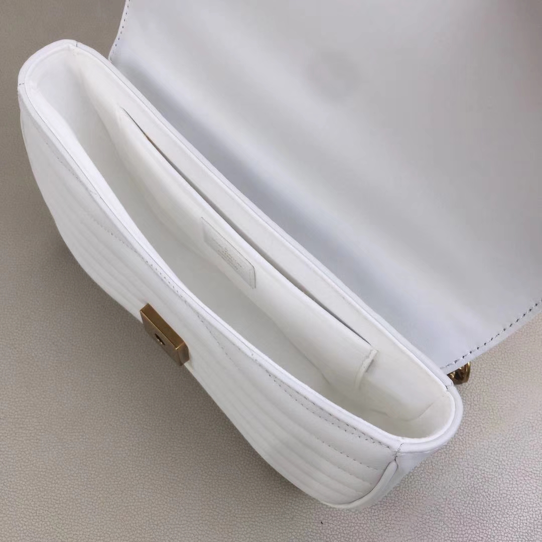 LV路易威登 NEW WAVE 中号手袋 M51498 白色 由柔滑的绗缝小牛皮裁制而成 新潮造型的必备之选 25×15×7.5cm