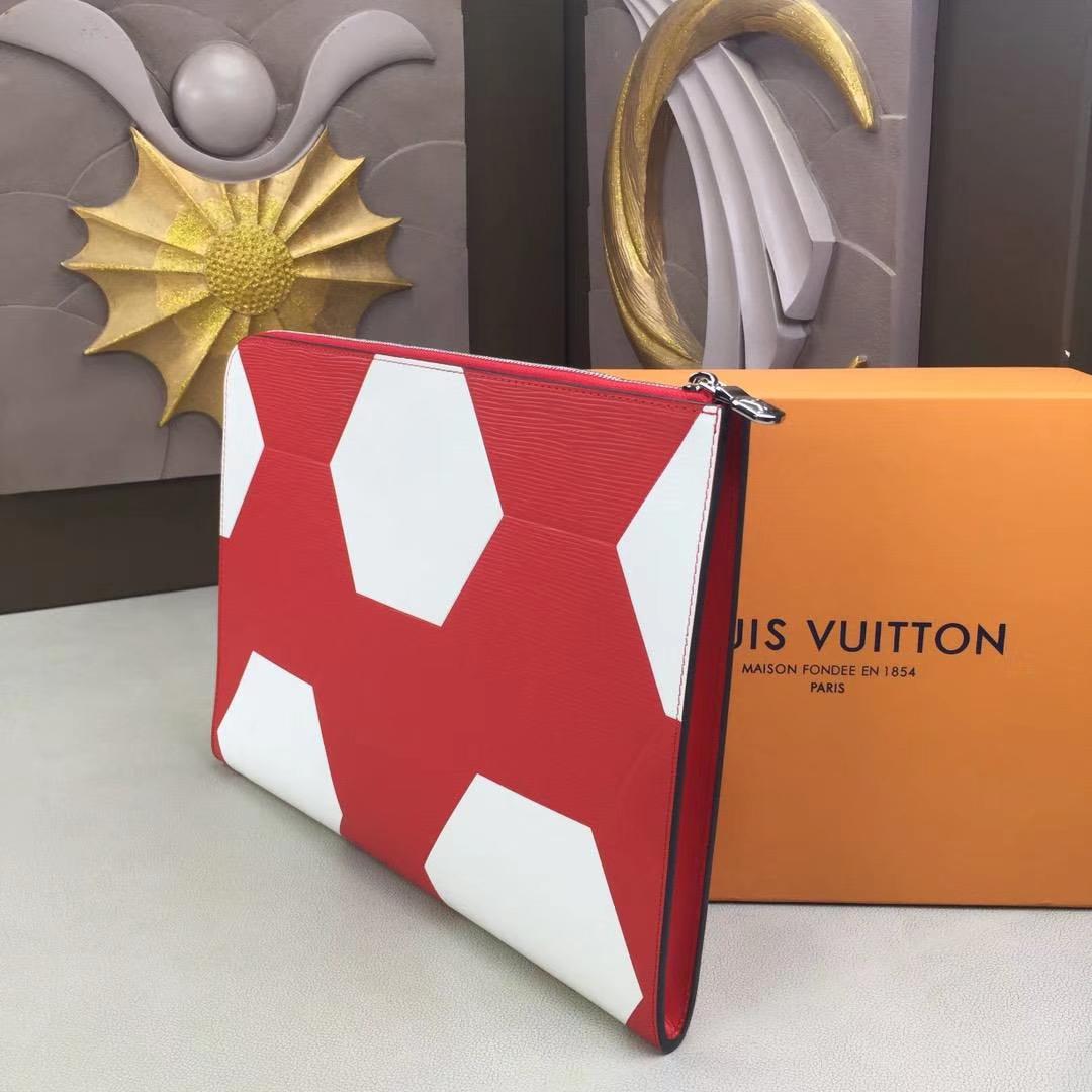 LV路易威登 63295 此款特别版Pochette Jour手袋 标志性Epi皮革面料上印有独特的六边形花纹 手提袋或公文包 25x34x2cm