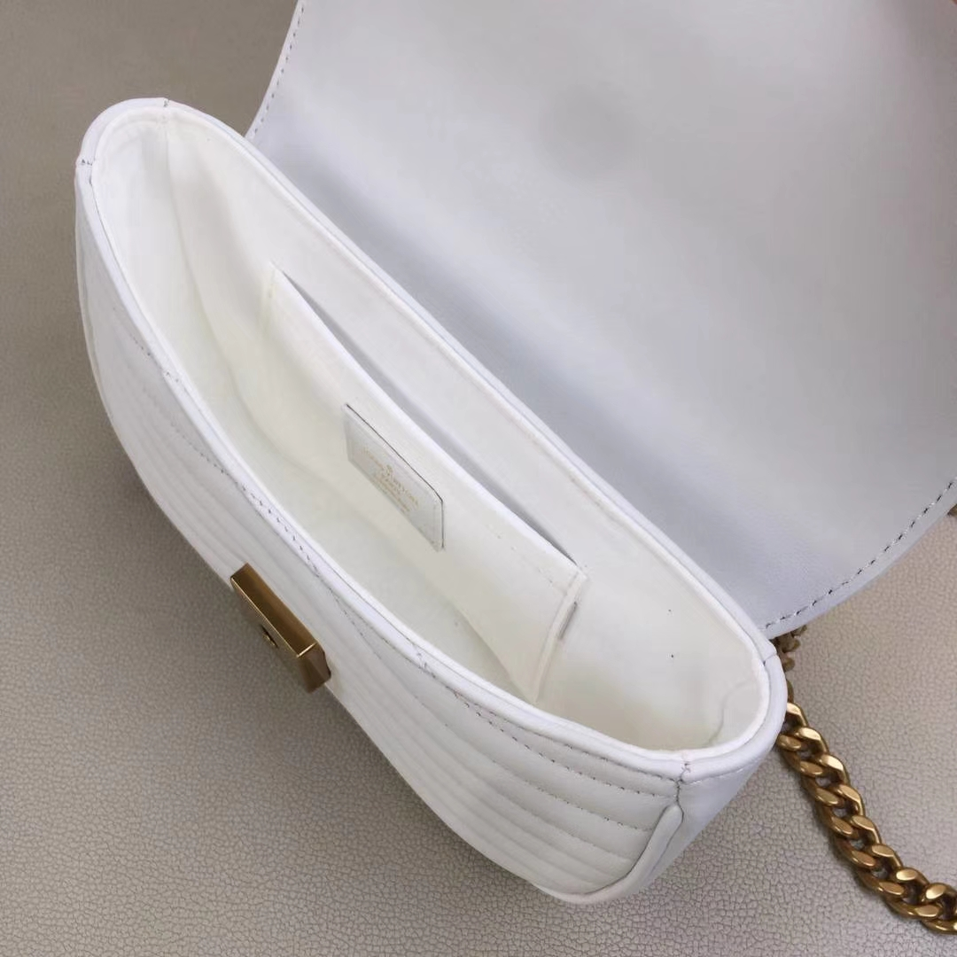 LV路易威登 NEW WAVE 小号手袋M51683 白色 个性十足 柔滑的绗缝小牛皮 可肩背或斜挎 21.0 x 13.0 x 6.5cm