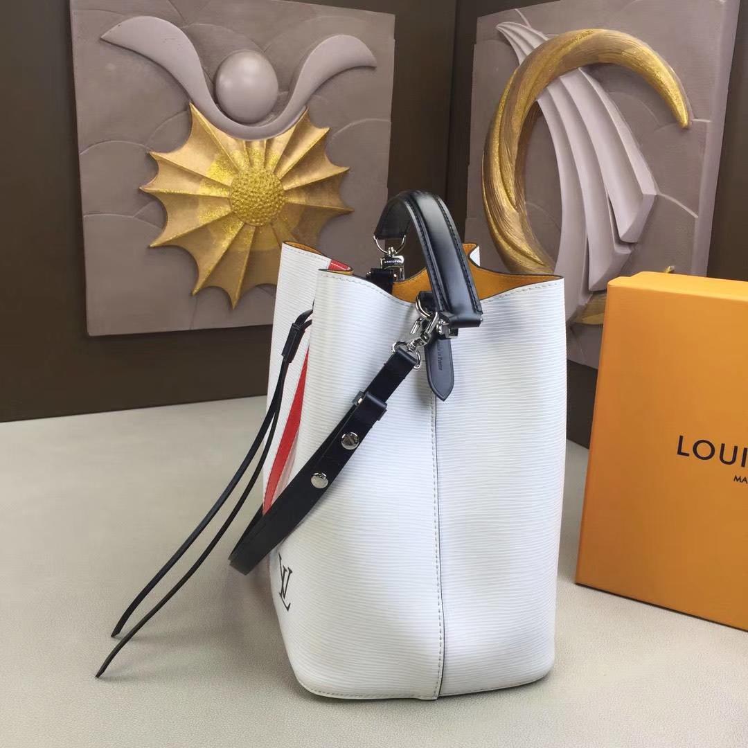 LV路易威登 NEONOE 手袋.M52161白Noé系列 由标志性Epi皮革搭配彩色内衬制作而成 26x26x17.5cm