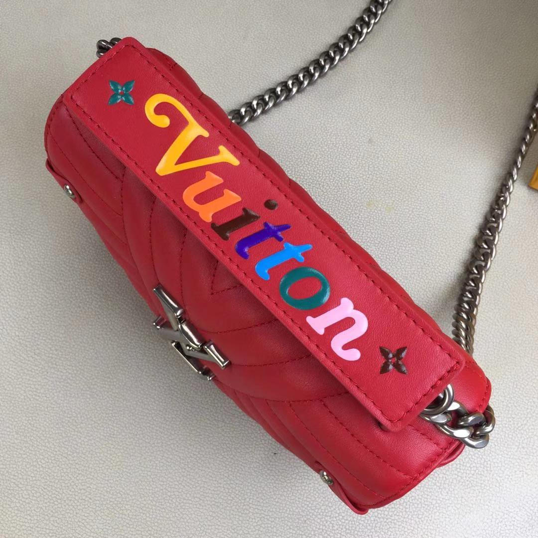 LV路易威登 NEW WAVE 小号手袋M51683 红色 个性十足 柔滑的绗缝小牛皮 可肩背或斜挎 21.0 x 13.0 x 6.5cm