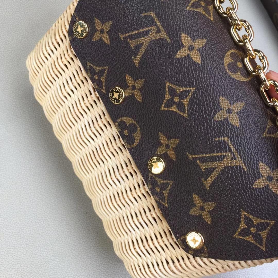 LV路易威登 M44296 专柜最新限量款TWIST PM Monogram帆布配手编皮革衬里的Twist手袋 19x15x9cm