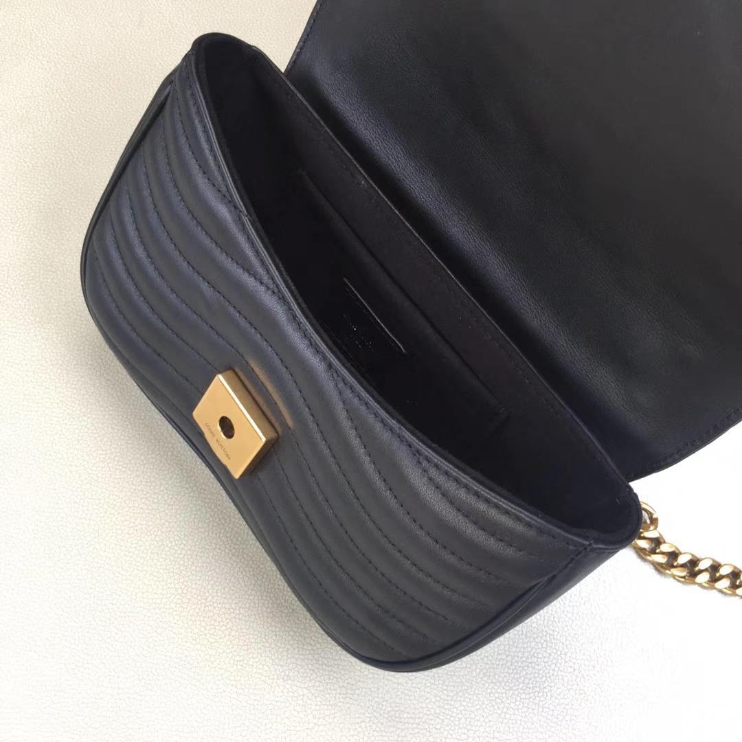 LV路易威登 NEW WAVE 小号手袋M51683 黑色 个性十足 柔滑的绗缝小牛皮 可肩背或斜挎 21.0 x 13.0 x 6.5cm