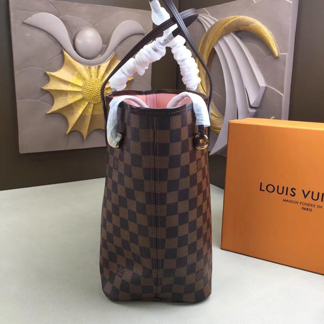 LV路易威登 顶级版N41603Neverfull 经典手袋 采用了清新的织物内衬和灵感源自路易威登档案馆的复古细节 32x29x17cm
