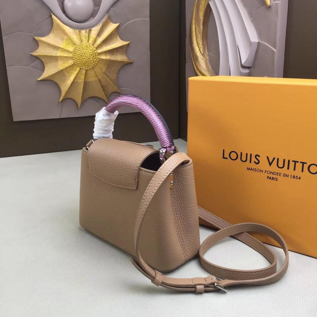 LV路易威登 m94049 首款由全粒纹Taurillon小牛皮裁制而成的Capucines迷你手袋 驼色+粉色 原单品质 21x14x8cm