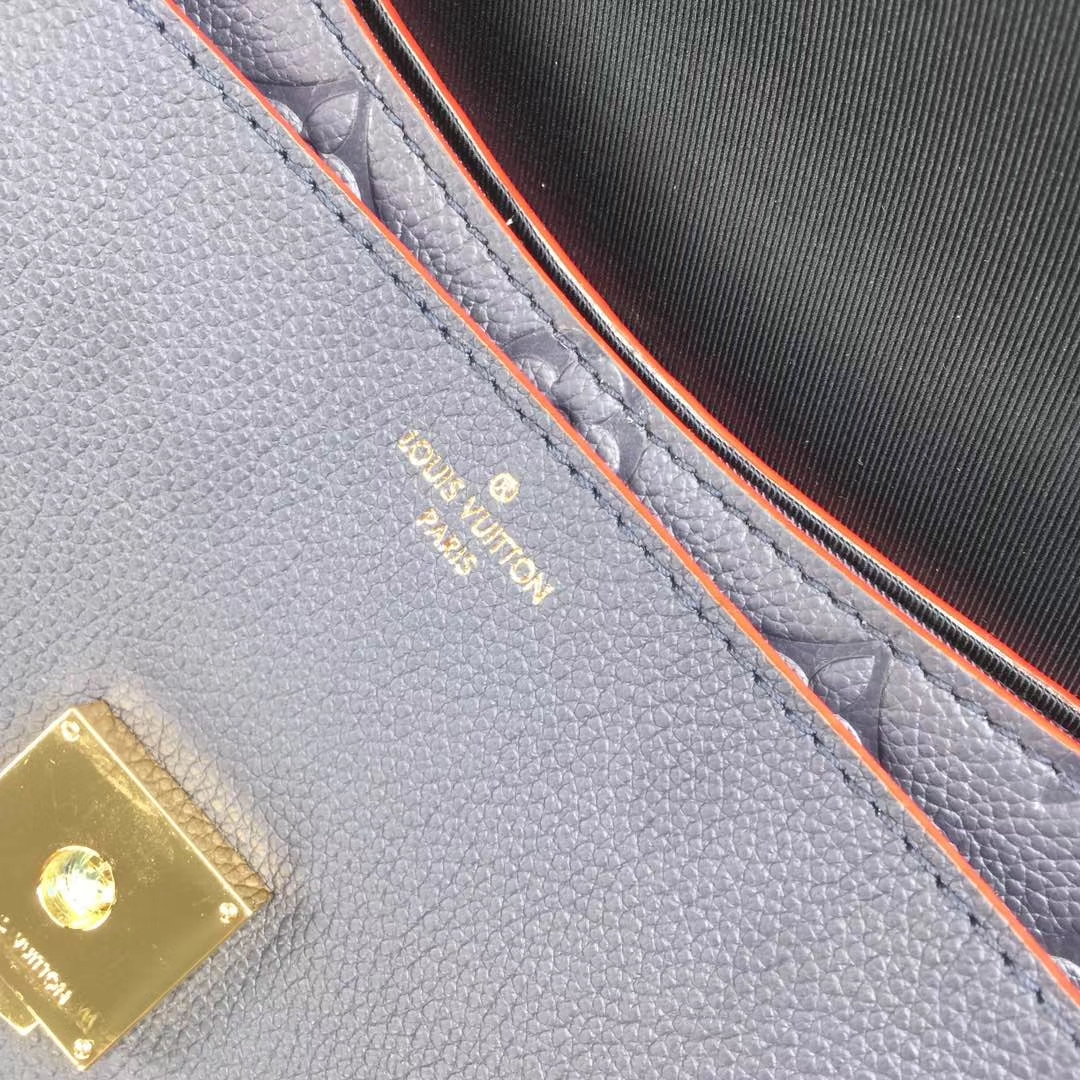 LV路易威登新品 43781 Blanche的手袋结合了光滑的和压纹的交织字母皮革 浮雕柔软的牛皮装饰 22x16x7cm