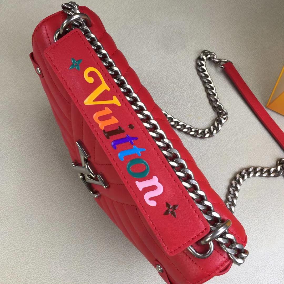 LV路易威登 NEW WAVE 中号手袋 M51498 红色 由柔滑的绗缝小牛皮裁制而成 新潮造型的必备之选 25×15×7.5cm