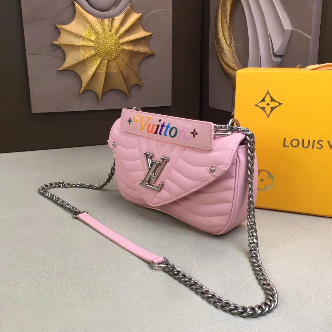 LV路易威登 NEW WAVE 中号手袋 M51498 粉色 由柔滑的绗缝小牛皮裁制而成 新潮造型的必备之选 25×15×7.5cm