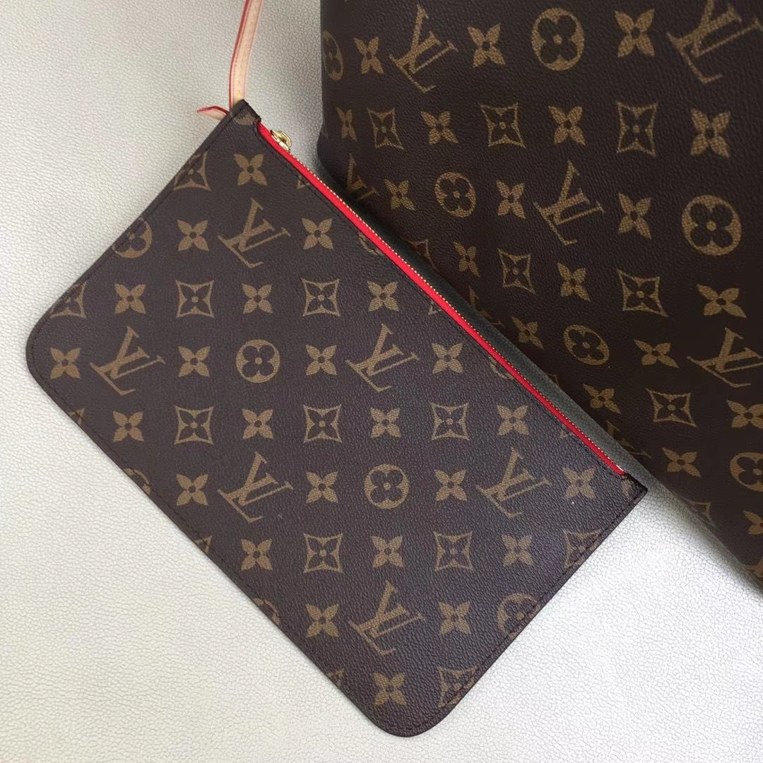 LV路易威登 顶级版Neverfull 经典手袋 M41177 采用了清新的织物内衬和灵感源自路易威登档案馆的复古细节 32x29x17cm