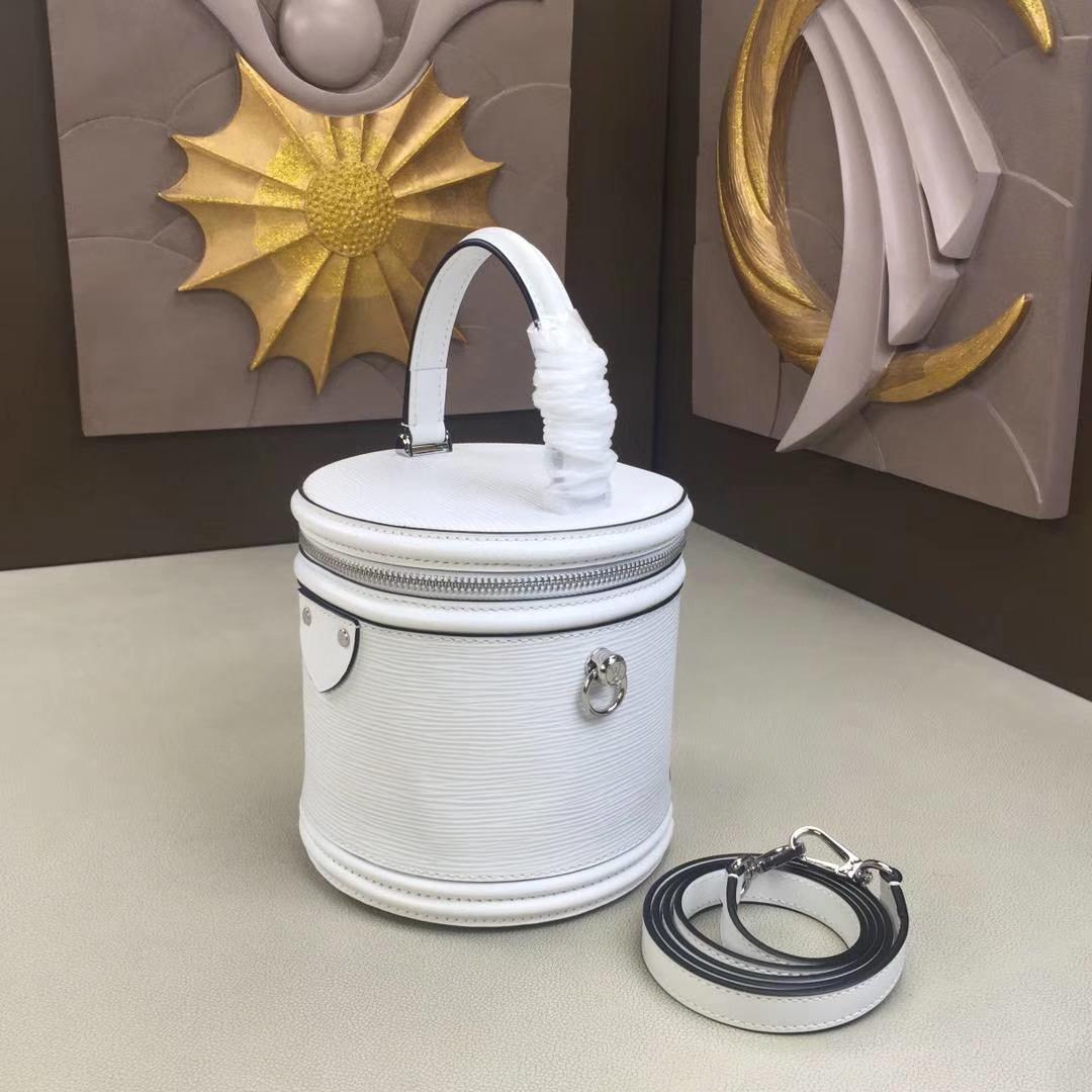 LV路易威登 秋冬新款 PETIT NOE 手袋 M62788 水波纹白色 水桶包走秀款手提包 圆筒包 16×14.5×16cm