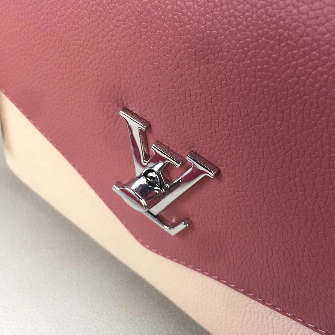LV路易威登 M54849 Monogram Empreinte皮革 富有立体感的造型与精巧的内部设计 28x20x11cm