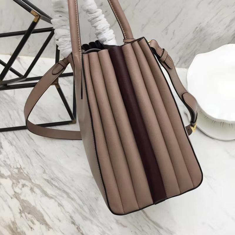 PRADA(普拉达)经典风琴包 1BG098 豆沙+酒红 牛皮纳帕原单五金 独特的拼色 侧边风琴设计 与众不同的风格 秒变时尚达人 33×24×15cm