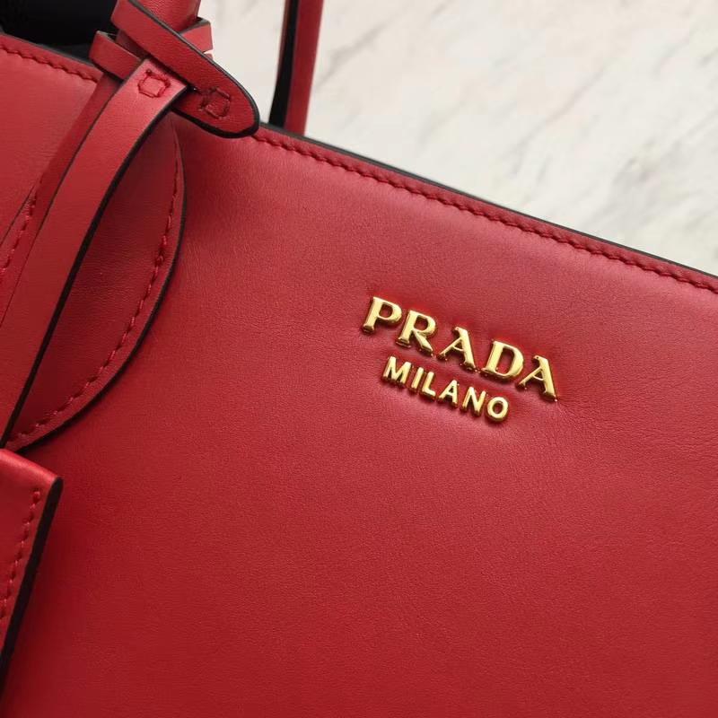 PRADA(普拉达)经典风琴包 1BG098 红色+黑色 牛皮纳帕原单五金 独特的拼色 侧边风琴设计 与众不同的风格 秒变时尚达人 33×24×15cm