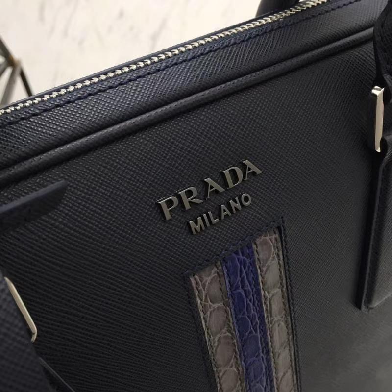 PRADA(普拉达)最新款超薄2VE368公文包 深蓝+灰色+车菊蓝 拼条真正鳄鱼皮 专柜同步 进口意大利皮 原单Lampo拉链 枪色五金 36x28x3.5cm