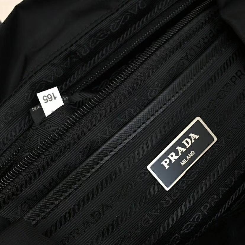 PRADA(普拉达)2018最新走秀款双肩包经典包型铆钉 黑色 1BZ811 进口防水帆布牛皮 超酷 30X15X32cm