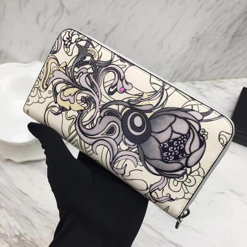PRADA(普拉达)兔子系列 1ML506 粉色 专柜同步 原单牛皮精美的彩绘原单拉链 卡位多 容量大 原单牛货 18.7×9.5cm