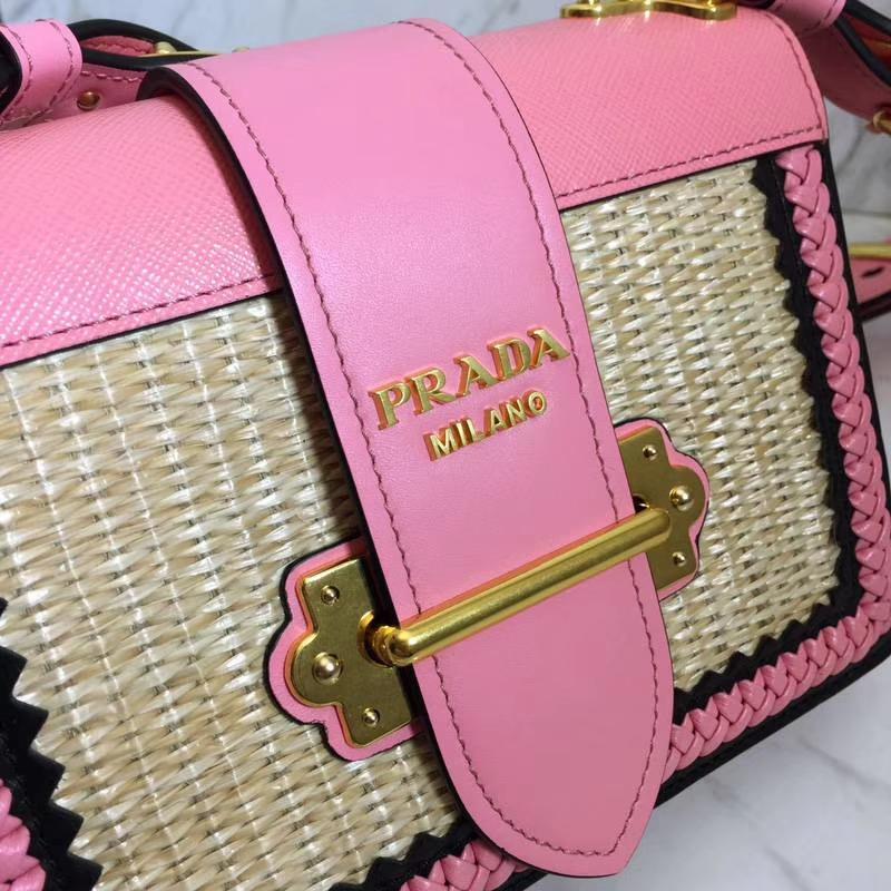 PRADA(普拉达)最新款爆款 1BD045 粉色 进口小牛皮精美的手工编织 原单顶尖货 配色强烈 时尚复古 20×15×7cm
