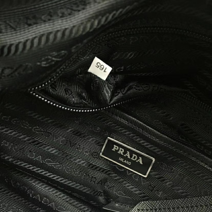 PRADA(普拉达)杨幂同款 2018最新款到货 1bd118 黑色 进口防水布原单五金进口牛皮 特别的铆钉设计 随意搭配 又酷又潮 30×22×11cm