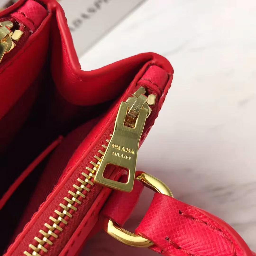 PRADA(普拉达)超级mini杀手包 1BH907 红色 P家专属皮味 纹路清晰 原单十字纹 原单拉丝五金 原单Lampo拉链 17x12x8.5cm