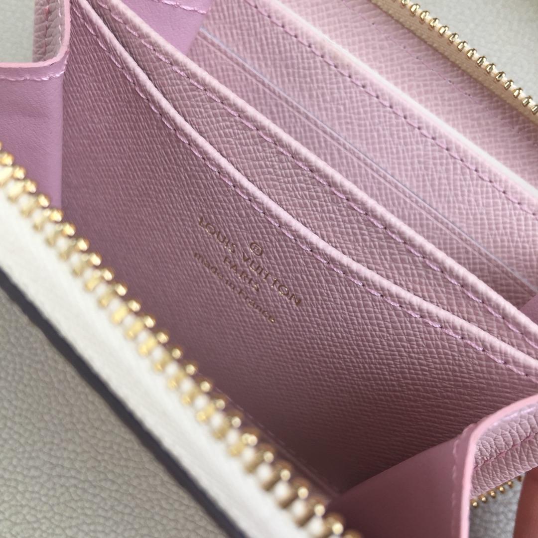 路易威登ZIPPY拉链零钱包m63831 柔软的DamierAzur帆布色调与活泼柔和的配色相融合