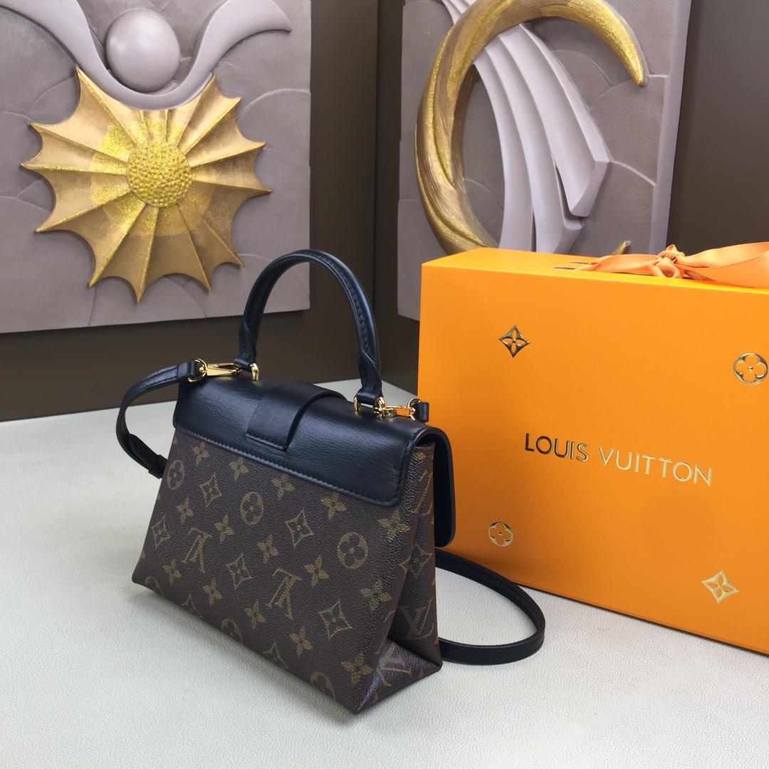 LV原单 LOCKY BB手袋M44080 小巧而有型 Monogram帆布和牛皮材质 兼具精致内涵与时尚个性