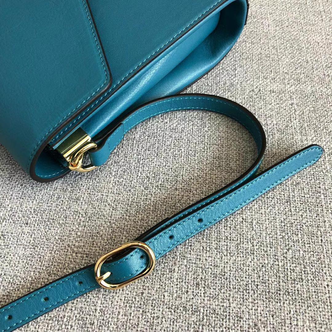 GUCCI (古驰)新款猫头logo复古牛皮包 527857 蓝色 咆哮猫头像点缀彩色珐琅 28x19x6.5cm