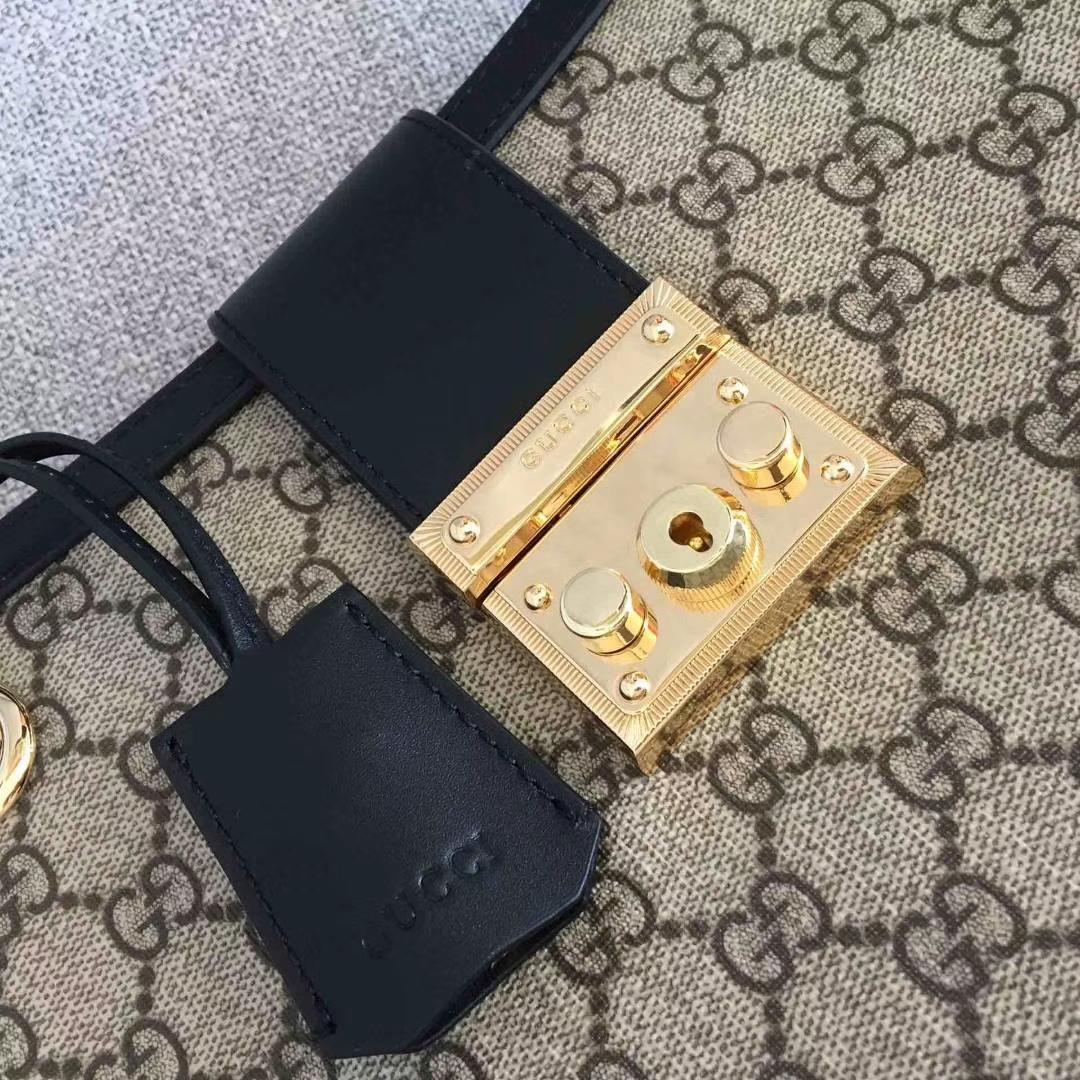 GUCCI(古驰)大号 padlock 爆款现货 479197 黑色 以经典双G进口面料搭配牛皮 皮手挽的细节设计 款式大方 35x23x14cm