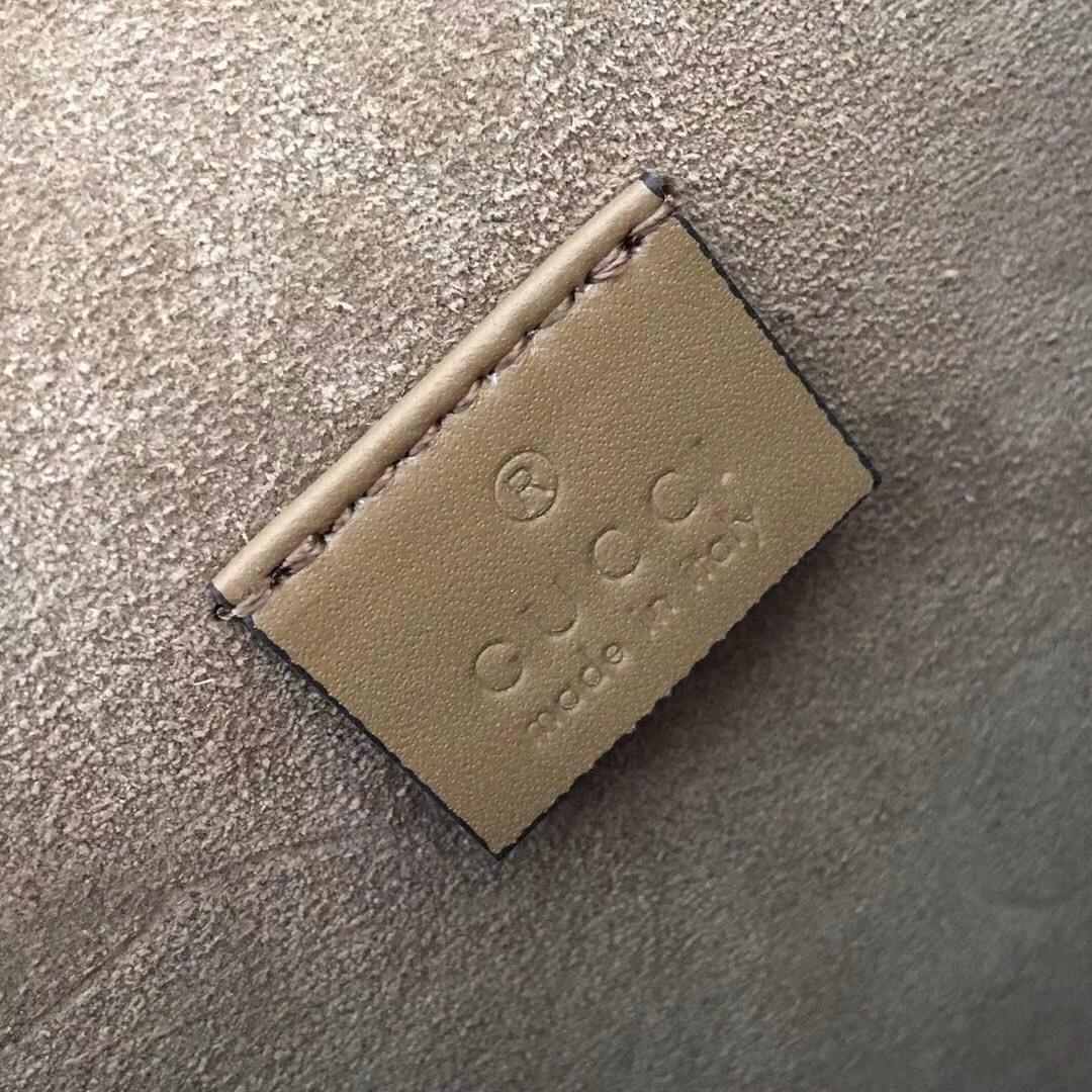 GUCCI(古驰)经典小号酒神包 421970 驼色 达人必备款 古银织纹虎头马刺扣 20×15.5×6