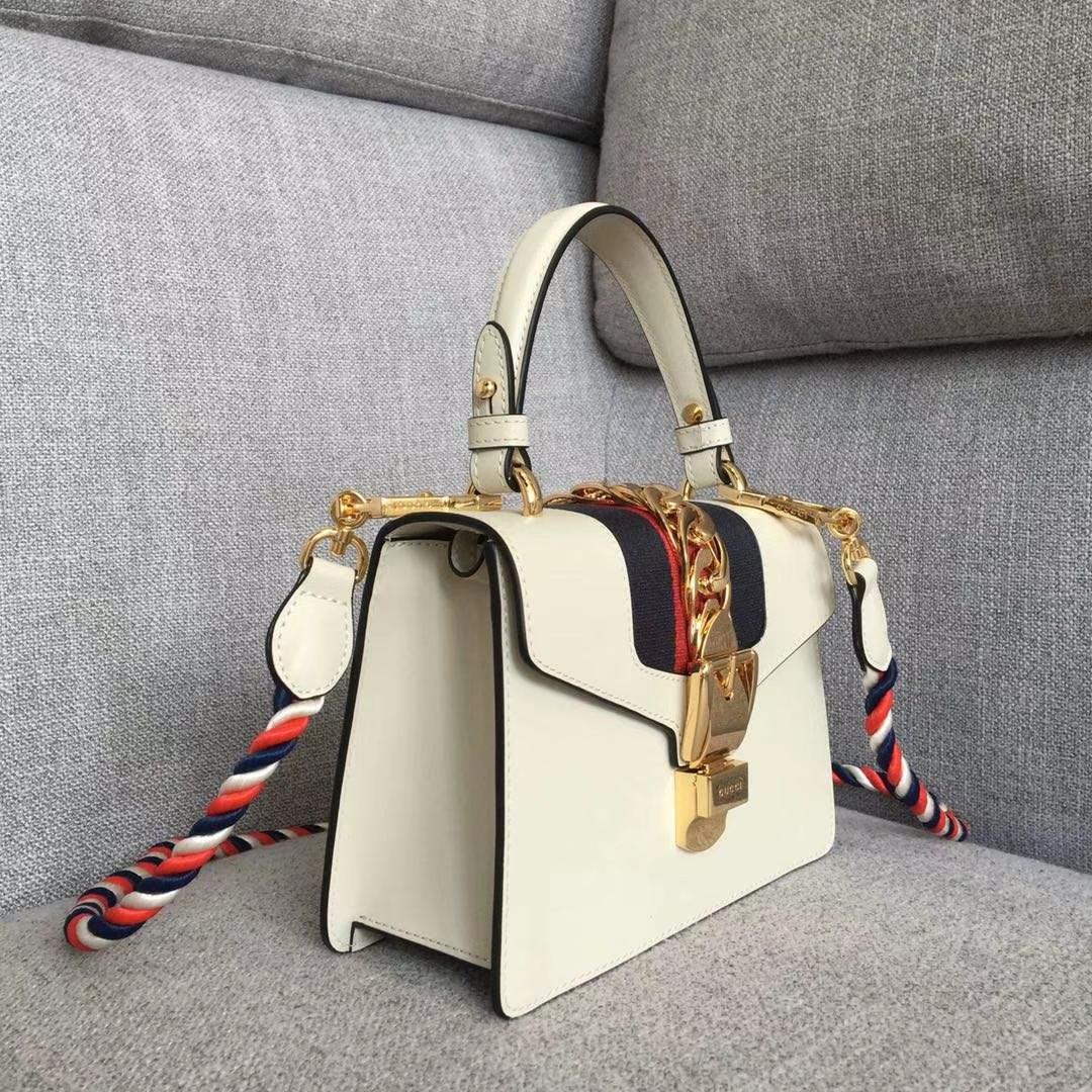 GUCCI(古驰)新搭配 夏日爆款Sylvie手袋 470270 白色 两款不同风格肩带搭配 以趣味灵感点亮造型 双肩带 20x8x14cm
