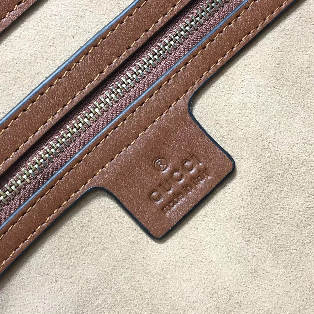GUCCI(古驰)大号 padlock 爆款现货 479197 咖啡色 以经典双G进口面料搭配牛皮 皮手挽的细节设计 款式大方 35x23x14cm