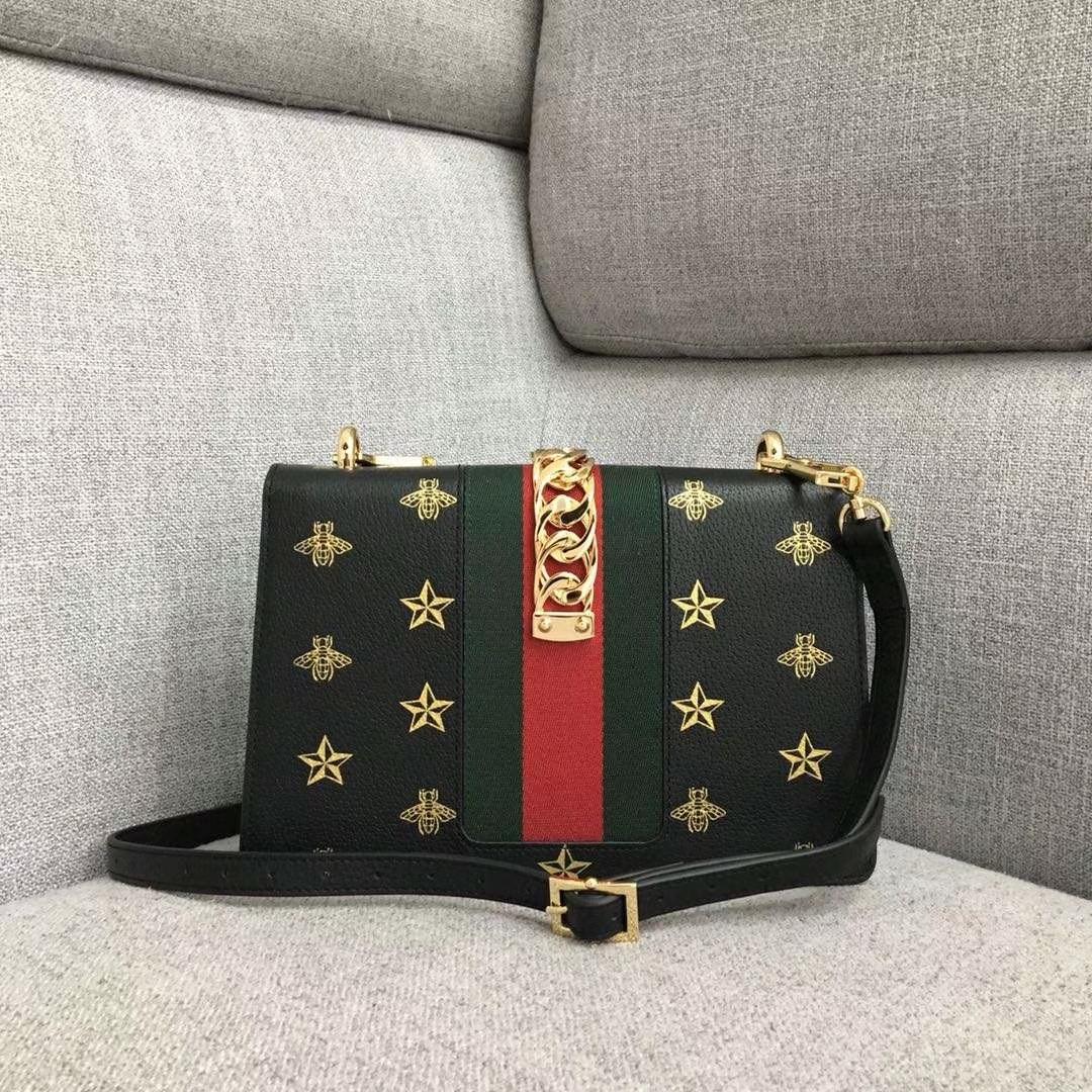 GUCCI(古驰)2019开春新款 524405 黑色 丝印的独特工艺 时尚精致 配一条织带手提和一条皮长带可多种背法 25.5x8x17cm