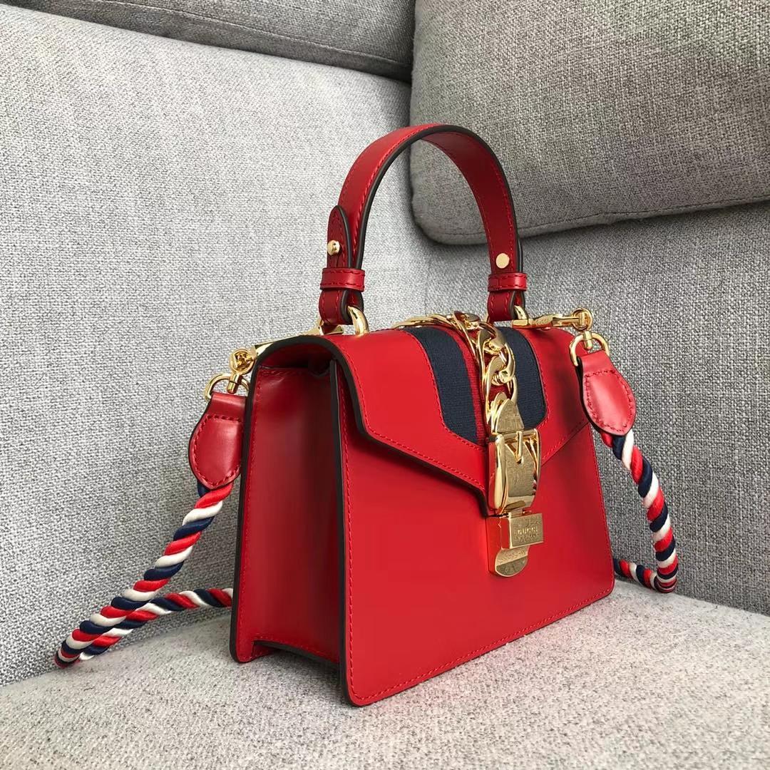 GUCCI(古驰)新搭配 夏日爆款Sylvie手袋 470270 红色 两款不同风格肩带搭配 以趣味灵感点亮造型 双肩带 20x8x14cm