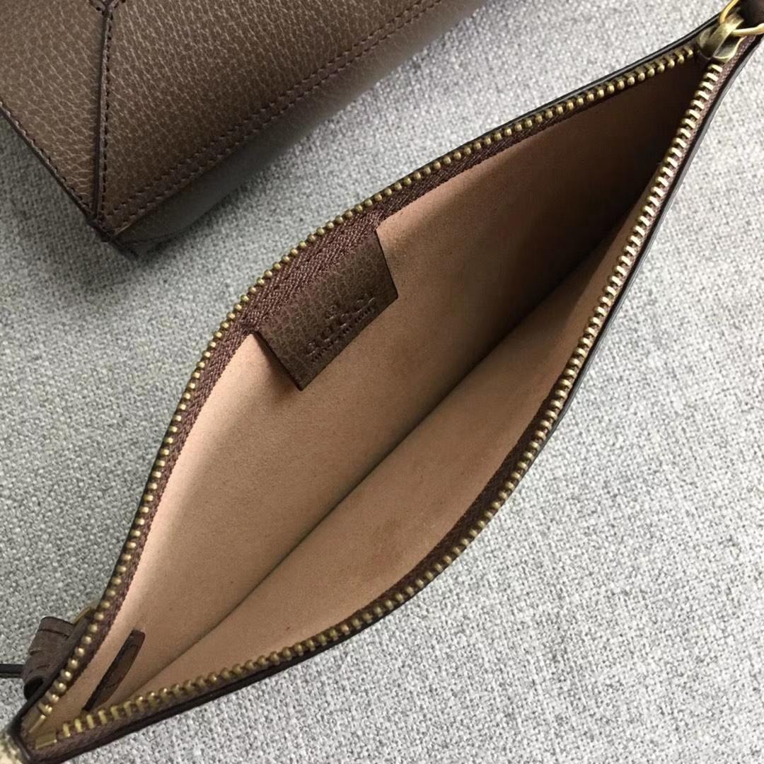 GUCCI(古驰)脱销爆款 三只小购物袋 547947 融入了中国新年生肖的元素 独特而富有寓意 造型简洁大方又实用 44x34x15cm