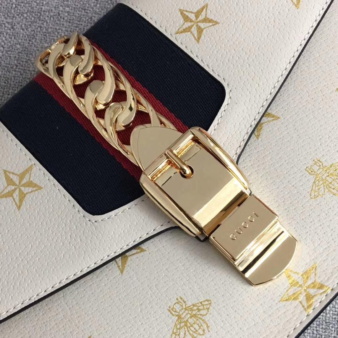 GUCCI(古驰)2019开春新款 524405 白色 丝印的独特工艺 时尚精致 配一条织带手提和一条皮长带可多种背法 25.5x8x17cm