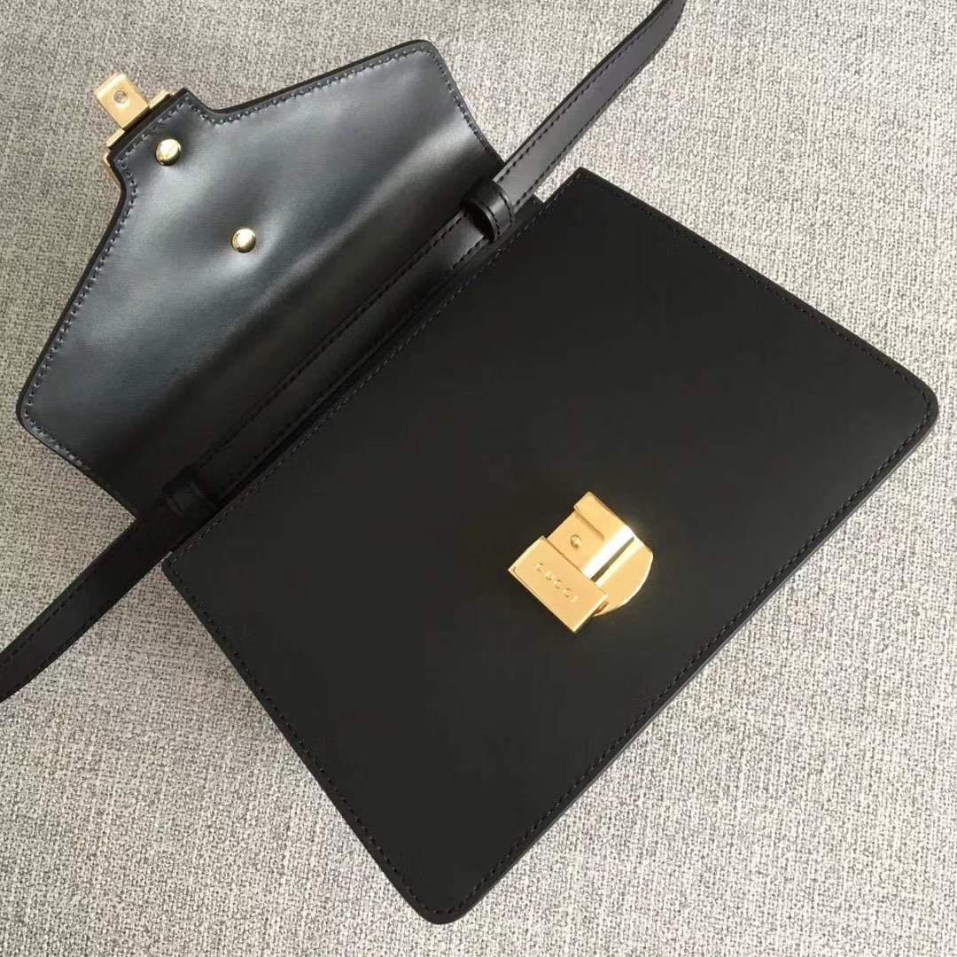 GUCCI(古驰)新搭配 夏日爆款Sylvie手袋 470270 黑色 两款不同风格肩带搭配 以趣味灵感点亮造型 双肩带 20x8x14cm