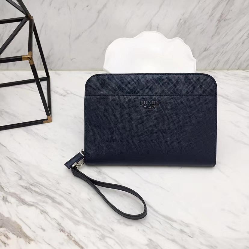PRADA(普拉达)专柜最新款手包 2VN008 菠萝的海蓝 Saffiano皮革 拉链开合 外部金属刻字徽标 26×18cm