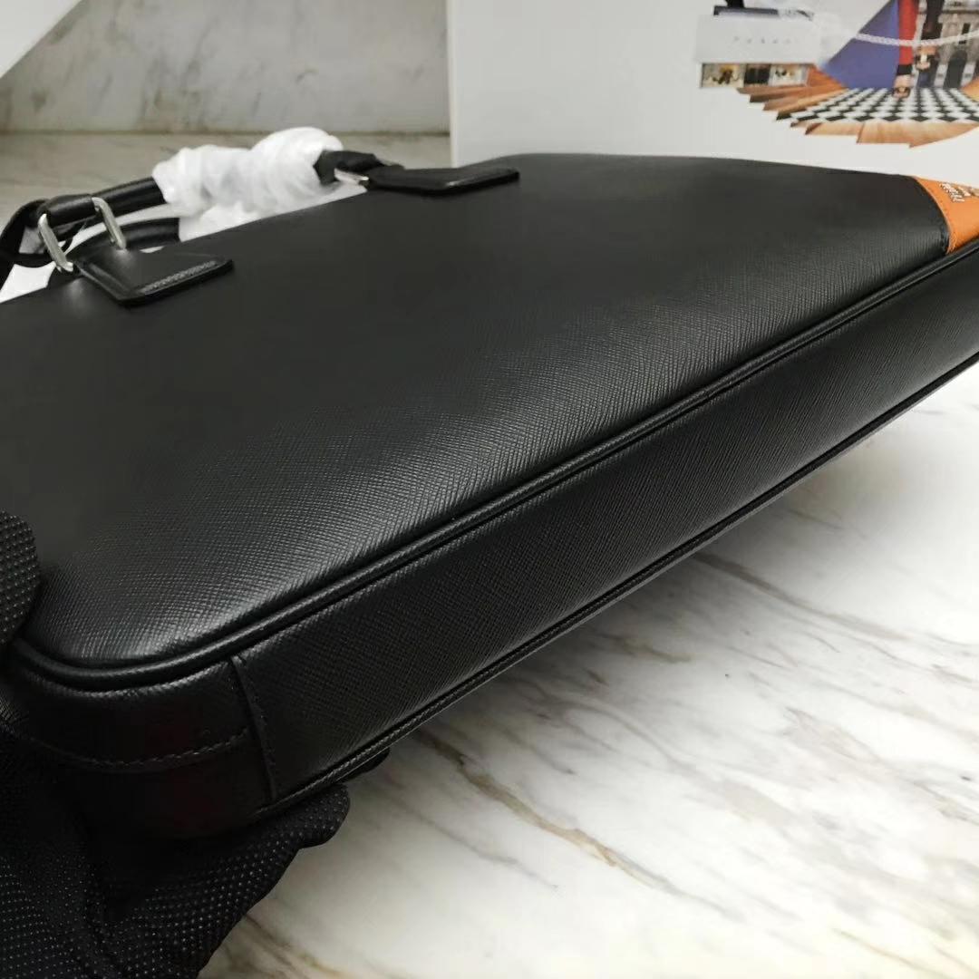 PRADA(普拉达)新款 2VE368 公文包 十字纹车木瓜色拼角唛超薄款 进口意大利皮 内里羊皮 36x28x3.5cm