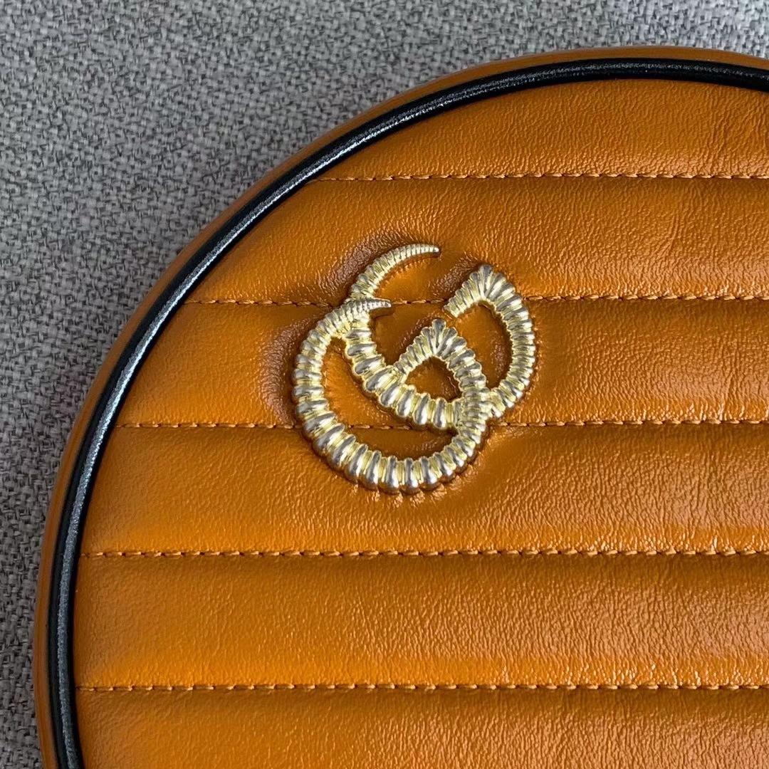 GUCCI(古驰)复古风小圆包 550154 橙色 采用俏皮可爱的圆形设计 绗缝皮革搭配鲜明的樱桃红镶边 18x18x6.5