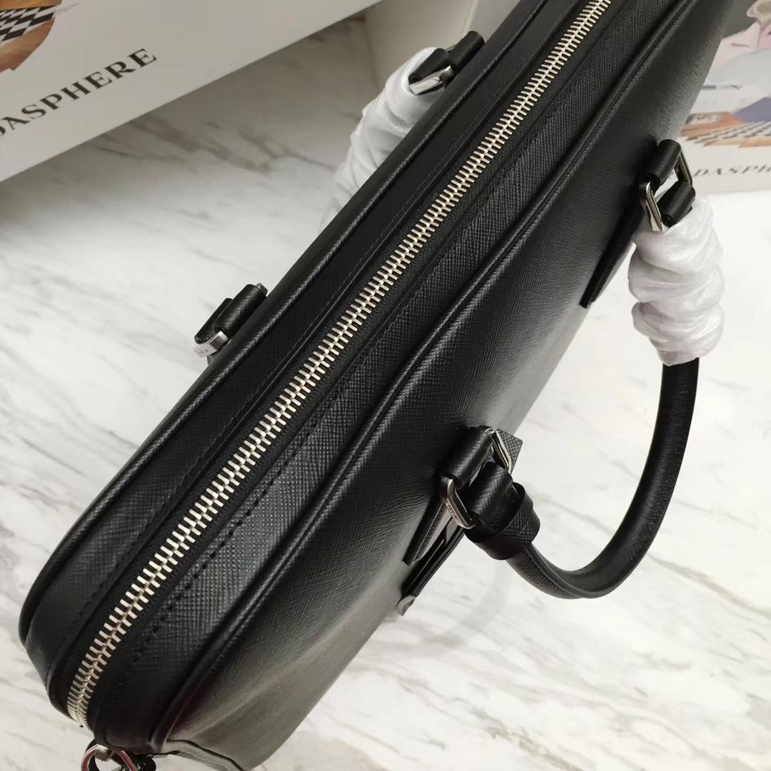 PRADA(普拉达)新款 2VE368 公文包 十字纹车太阳色拼角唛超薄款 进口意大利皮 内里羊皮 165代工码 36x28x3.5cm