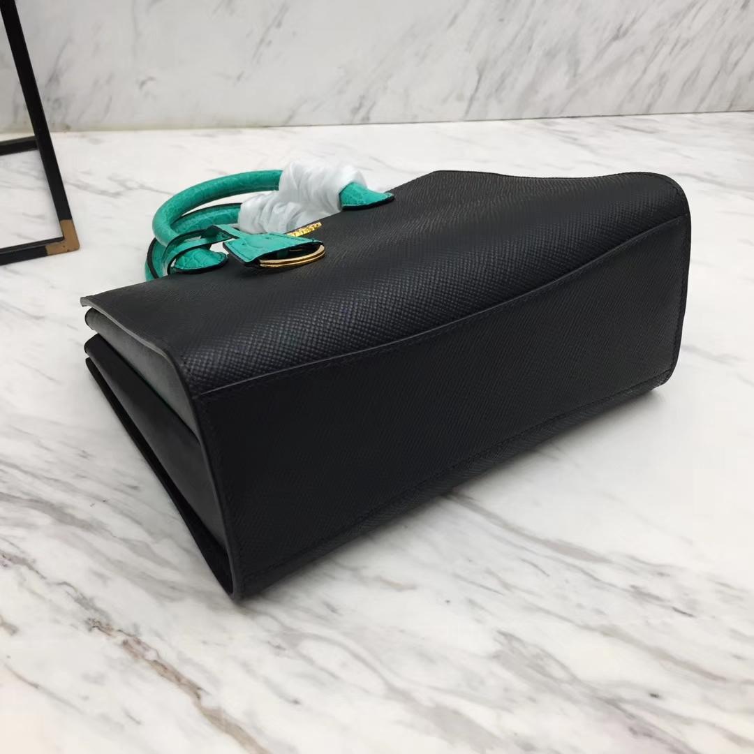 PRADA(普拉达)秋冬最新款 1BA204 黑色+绿色 Saffiano小牛皮鳄鱼纹 侧面小牛皮 23×18×12cm