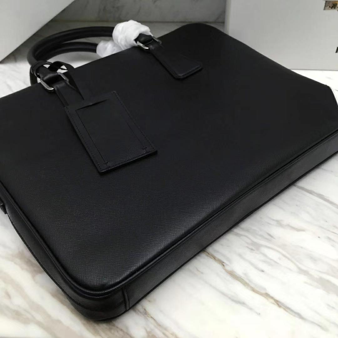 PRADA(普拉达)新款 2VE368 公文包 十字纹车白色拼角唛超薄款 进口意大利皮 内里羊皮 165代工码 36x28x3.5cm