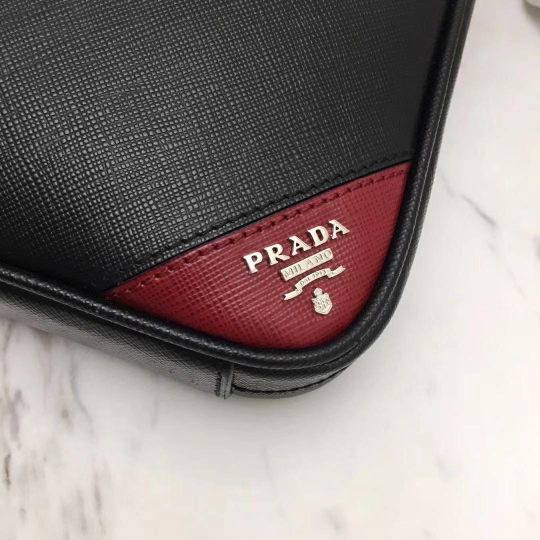 PRADA(普拉达)新款 2VE368 公文包 十字纹车酒红色拼角唛超薄款 进口意大利皮 内里羊皮 165代工码 36x28x3.5cm