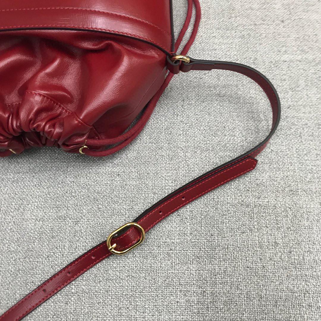 Gucci新款女包 古驰1955系列马衔扣水桶包斜挎包包25cm 酒红色