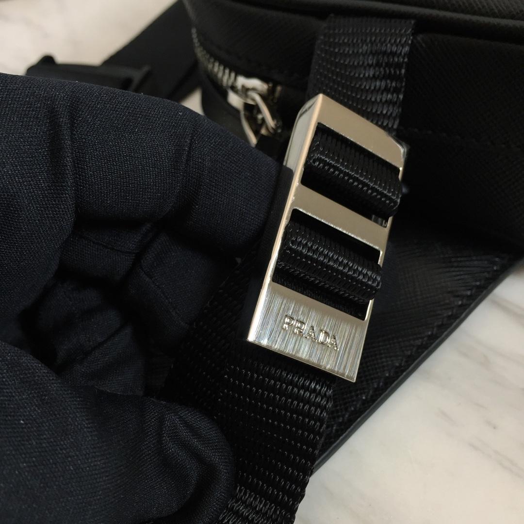 官网同步上新 P家最新男士腰包胸包两用2VL012 Saffiano进口牛皮 原厂五金 精美做工