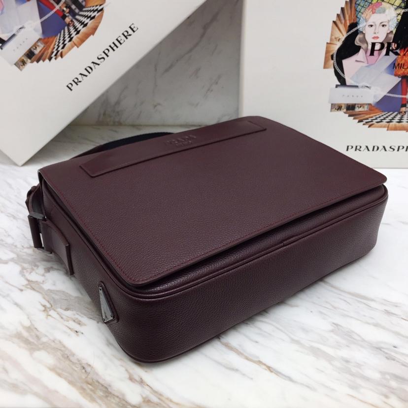 PRADA专柜同步2VD004 原单皮配光面皮革镶边 木纹小牛皮斜挎包 黑钯金饰面五金