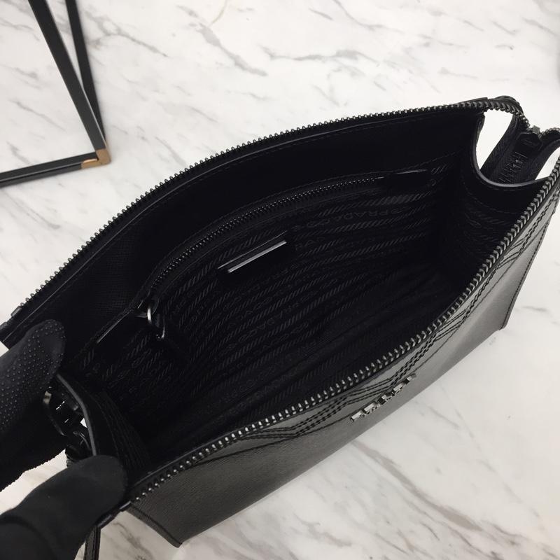 Prada新款专柜同步男手包2NE009 颠覆传统 拼格设计 165代工码