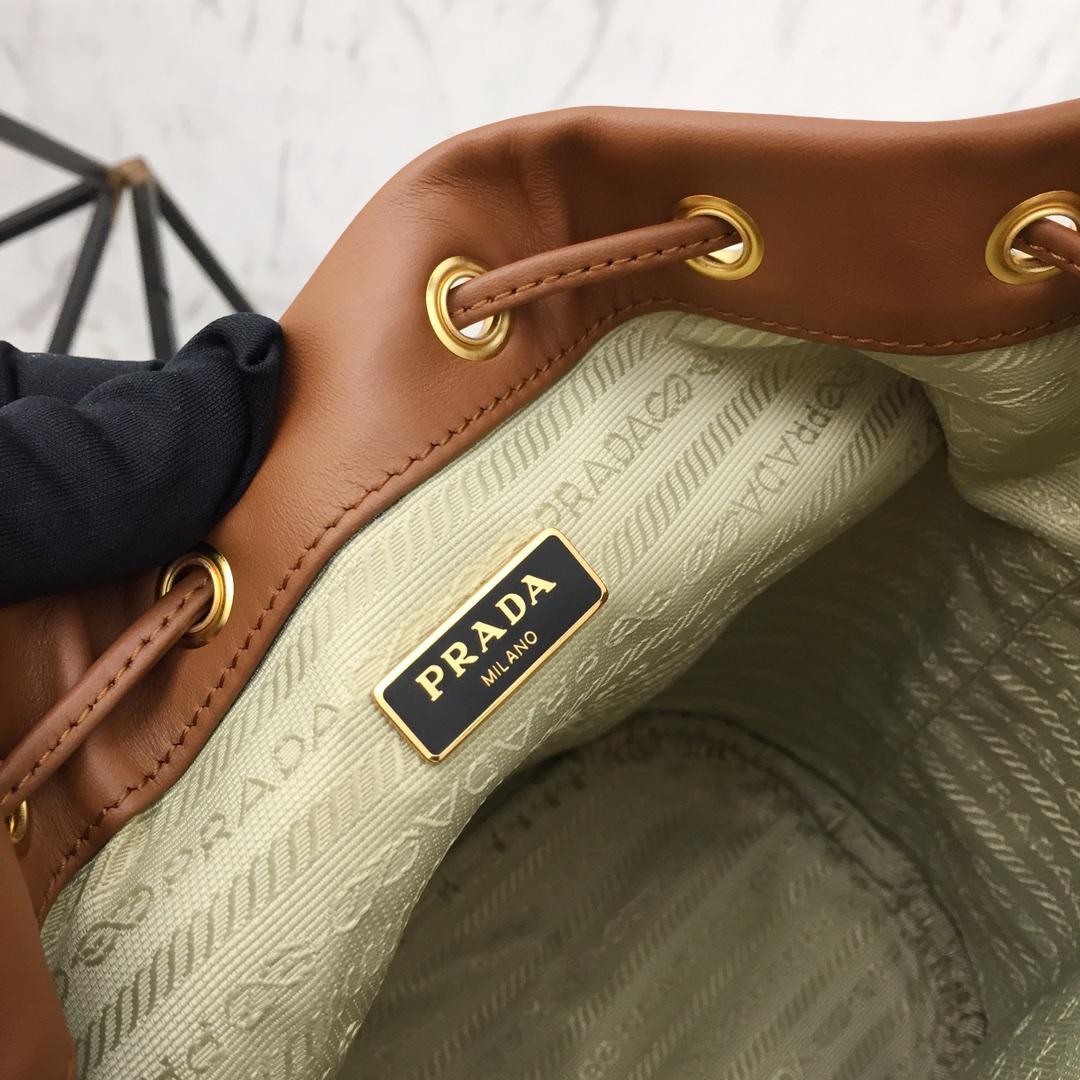 P家最新款单肩包1BH038 皮革单提手 设计独特新颖 洋气高档
